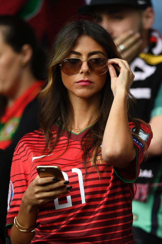 A Portugal supporter is seen prior to the Euro 2016 group F football match between Portugal and Austria at the Parc des Princes in Paris on June 18, 2016. / AFP PHOTO / MARTIN BUREAU