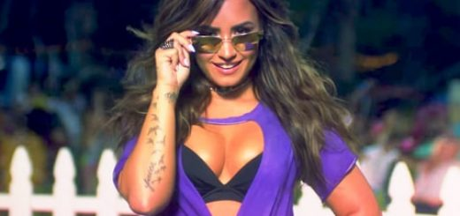 demi-lovato-sorry-not-sorry-zoom-401e9b55-021f-4174-a00d-e1e6f6fdf91d